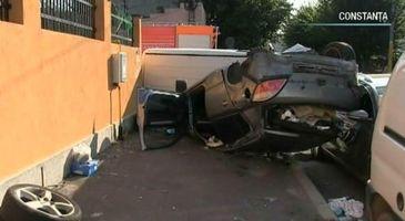 Imagini incredibile cu impactul devastator a doua masini, intr-o intersectie din Constanta!