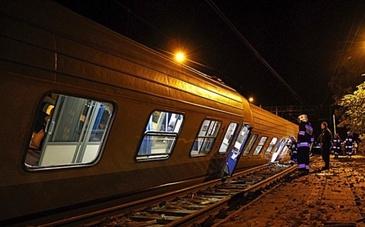 Circulatie feroviara intrerupta intre Bicsadu Oltului si Baile Tusnad, dupa ce o osie a locomotivei unui tren Brasov-Budapesta a deraiat