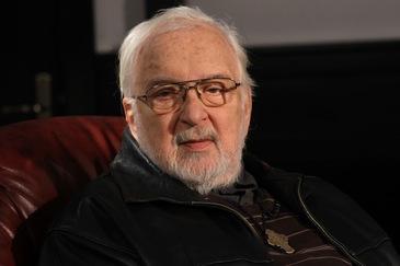 """Actorul Constantin Codrescu implineste azi 86 de ani! Fiica lui adoptiva i-a transmis un mesaj: """"Vreau sa stii ca te-am iertat!"""""""