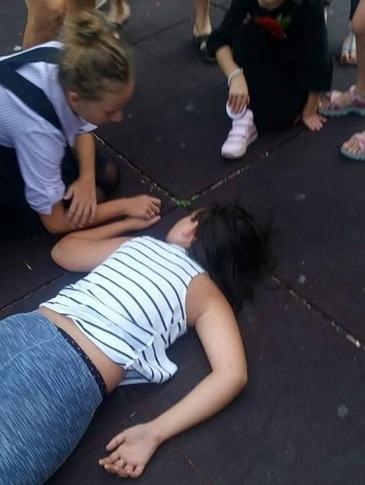 """Fetita care a cazut de pe un ansamblu de joaca din Parcul Tei e tot in spital! Parintii ei sunt revoltati """"Vom depune plangere penala!"""""""