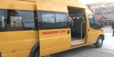 Accident cumplit in Dambovita! O fetita de 9 ani a cazut din microbuzul scolar aflat in mers