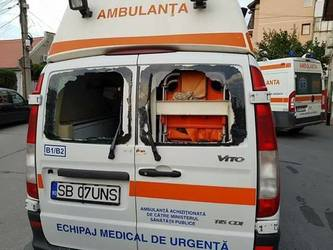 Panica la Sibiu: O ambulanta a fost atacata in timpul unei misiuni