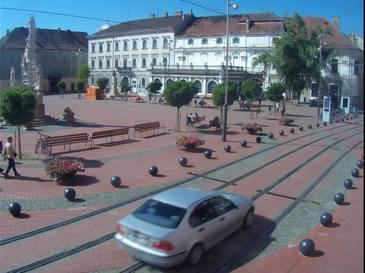 Un sofer DIN Timisoara a intrat cu BMW-ul in centrul pietonal si a amenintat trecatorii ca-i calca. Totul a fost transmis live pe Facebook