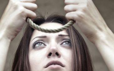 O adolescenta de 16 ani s-a spanzurat in sopronul casei. Descoperirea macabra a fost facuta de parinti