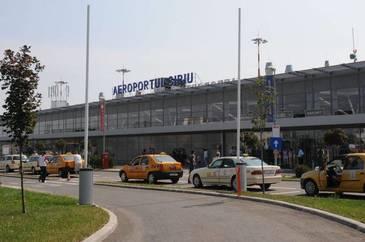 Aproximativ 140 de turisti, blocati pe Aeroportul Sibiu dupa ce o aeronava s-a defectat. Zborul are o intarziere estimata de sapte ore