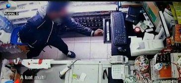 Cei mai rapizi hoti din Arad! Trei adolescenti au furat 6.000 de lei in timp record - Iata cum au actionat
