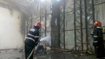 Incendiu la un depozit de bauturi alcoolice, in zona Faur Poarta 4 din Capitala