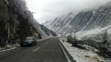 E iarna in Romania. Astazi a nins ca in povesti. Uite cum arata locul in care s-a asternut zapada de cativa centimetri