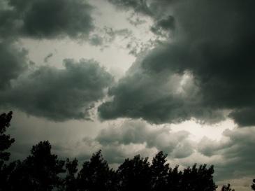 Abia acum s-a aflat! De ce furtuna a ocolit Capitala miercuri seara