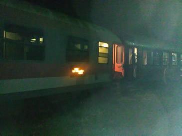 Trenul InterRegio Iasi - Timisoara a deraiat la iesirea din statia Dej Calatori