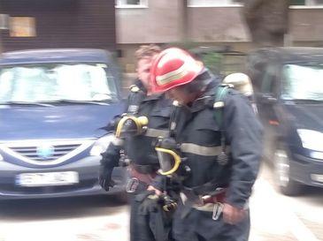 Incendiu intr-un bloc din Capitala! Un barbat de 70 de ani a fost gasit mort