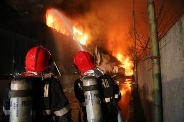 Incendiu devastator in cartierul Rahova din Bucuresti - Sase case au fost mistuite de flacari!