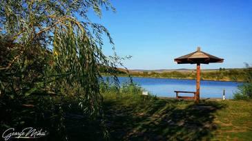 Beneficiile namolului tamaduitor si ale apei sarate din comuna albaiuliana Spring sunt cautate de tot mai multi turisti.