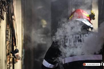 Incendiul izbucnit la un azil de batrani din Capitala a fost stins dupa aproximativ sase ore. O persoana a decedat, alte 19 au fost transportate la spital