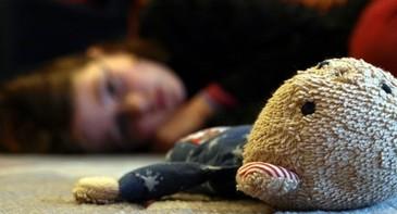 Fetita cu dizabilitati din Timisoara, batuta si violata de ambii parinti. Cum a iesit totul la iveala