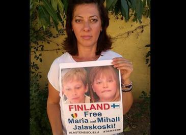"""Drama romancei careia statul finlandez i-a rapit copiii. """"Mihai este slab, palid si foarte trist. Incercarile lui de a parea vesel imi rup inima..."""""""