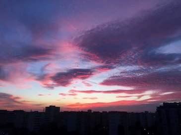 Bucurestenii au impanzit internetul cu imaginile astea inspaimantatoare cu cerul  - Oare ce urmeaza sa se intample de arata asa? - E infricosator