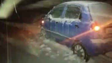 Cosmar pentru 5 tineri din Arges. Au ramas blocati cu masina in nameti