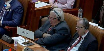 Filmul celei mai importante zi a Adunarii Parlamentare a NATO de la Bucuresti - Delegatii Austriei au adormit in timpul discursului lui Klaus Iohannis