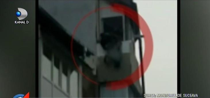 Scene halucinante filmate de un trecator, in Suceva