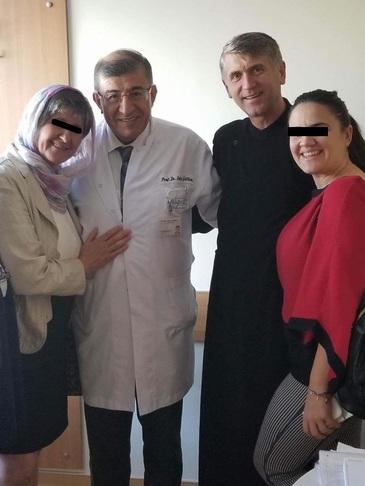 Ce a cautat Cristian Pomohaci la cea mai tare clinica de tratare a cancerului din Turcia? Fostul preot s-a intalnit cu un medic specializat in transplant de maduva osoasa