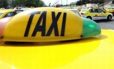 Cosmar pentru un taximetrist din Capitala. A luat doi clienti si, in drum spre aeroport, unul dintre ei a tras frana de mana - Ce a urmat e cumplit