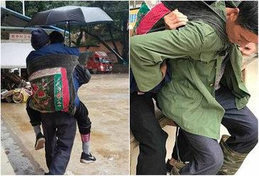 "De 7 ani, acest barbat isi cara mama in spate in fiecare luna pana la spitalul aflat la 5 km distanta: ""E datoria mea sa o ajut"""