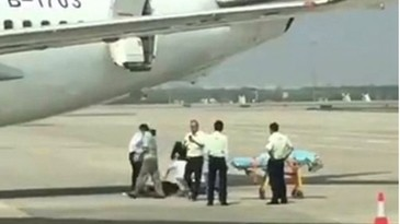 O stewardesa a cazut din avion! Cum s-a intamplat asa ceva