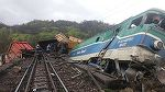 Trafic feroviar blocat in Harghita dupa ce un tren a lovit o masina! Autoturismul s-a rasturnat intr-o rapa