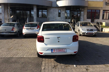 Si-a lasat masina ASA pe un bulevard din Ploiesti si s-a ales cu un mesaj genial pe parbriz - Niciodata nu va mai parca in asemenea hal
