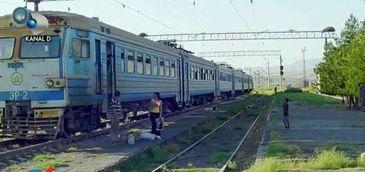 Cum este posibil ca o calatorie cu trenul de la Bucuresti la Giurgiu sa dureze 5 ore? Este vorba doar de 60 de kilometri!
