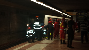 Panica la Metrou, Statia Unirii! Un barbat s-a aruncat in fata metroului