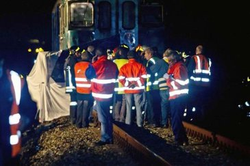 Tragedie feroviara uriasa petrecuta aseara.  Cel putin 33 de persoane au murit dupa ce un tren a deraiat si a luat foc