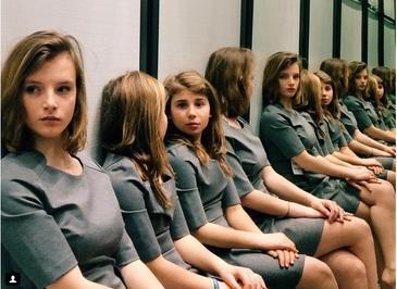 Fetele s-au ingramadit sa prinda un loc la scoala asta. Sunt dispuse sa dea 1.500 de euro ca sa invete ASTA. Toate considera ca pot da marea lovitura in cariera cu aceasta mutare