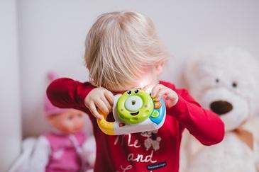O femeie din Bucuresti si-a lasat fetita in grija unei bone. Cand a ajuns acasa si a intrat in camera micutei a avut un adevarat soc. Ce a descoperit