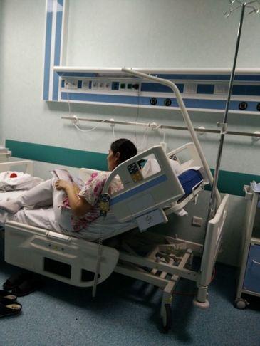 """Gestul unei asistente de la Spitalul Grigore Alexandrescu i-a lasat pe multi internauti fara cuvinte - Ce a facut pentru o fetita de etnie roma. """"Mama ei plangea in salon cand a vazut ASTA"""""""