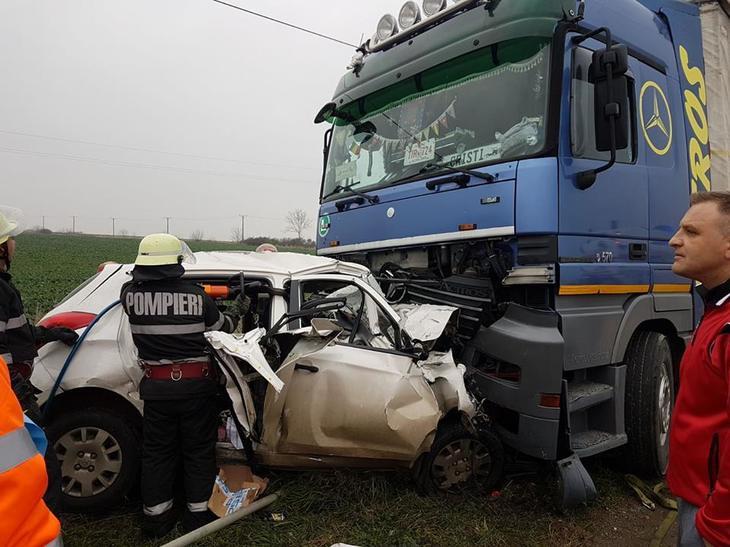 Doi soti si copilul acestora au murit intr-un accident rutier produs in Timis