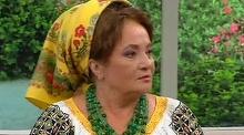 Laura Lavric si-a dat sora in urmarire la ambasade! II cere 100.000 de euro
