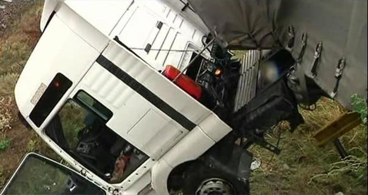 Un camion incarcat cu 42 tone de azotat de amoniu s-a rasturnat langa Padina! Traficul este OPRIT