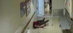 Scene de groaza intr-un spital. A intrat in coma, chiar in sala de asteptare, dar angajatii l-au ignorat minute bune - Barbatul a zacut inconstient, tavalit pe jos, fara ca cineva sa ii sara in ajutor