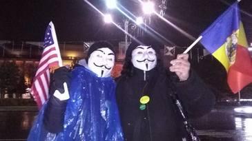 Manifestatie de amploare in Piata Victoriei. Peste 1000 de persoane protesteaza fata de modificarile aduse Legilor Justitiei