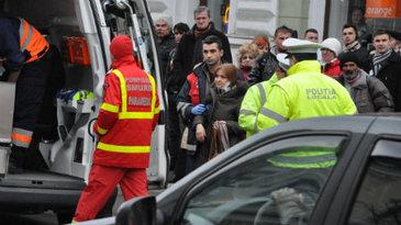 Mures: Trei raniti, intr-un accident in care au fost implicate un autoturism si un microbuz de transport persoane. Traficul este blocat pe DN14