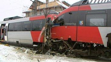 Doua trenuri au intrat in coliziune, in apropiere de Viena. In urma impactului, 20 de persoane au fost ranite