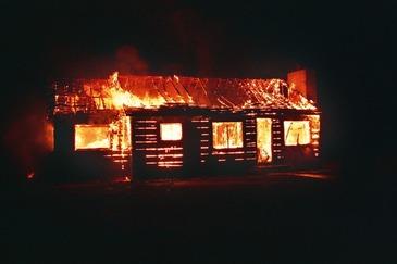 Incendiu devastator la o microferma din Vrancea. Peste 120 de animale au murit!
