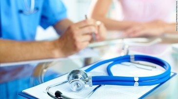 O doctorita de 43 de ani a murit dupa ce a muncit 18 ore fara intrerupere. S-a prabusit epuizata in fata pacientului