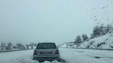 Mii de soferi, blocati in masini pe o autostrada din Spania. A fost emis cod rosu de ninsoare in mai multe regiuni