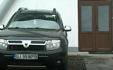 Scandal intr-o comuna din Gorj! Sotia primarului, surprinsa la volanul masinii primariei, desi nu e angajata in institutie