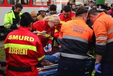 Care este starea fetitei din Arad, prinsa sub rotile tramvaiului. Medicii sunt ingrijorati