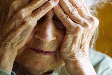 Clipe de cosmar pentru o femeie de 65 de an. A fost talharita si violata de barbatul pe care incercase sa-l ajute