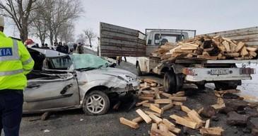 Accident cu cinci victime in Corabia! Soferul care repara o autoutilitara a fost accidentat mortal